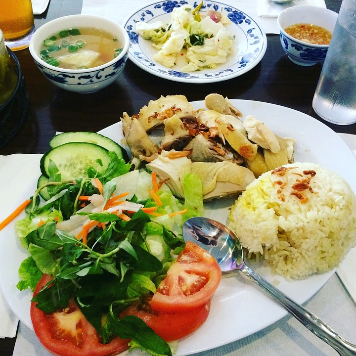https://pixabay.com/en/rice-chicken-salad-vietnamese-food-2190645/